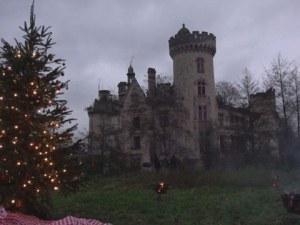 Коледа в изоставен замък! 27 000 собственици вече имат тази възможност