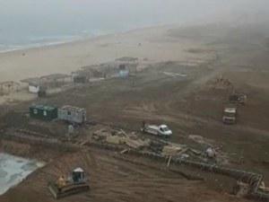 Нов бетон на метри от брега на морето в Синеморец