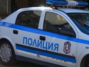 Полицията разследва масово меле пред заведение в Хасково