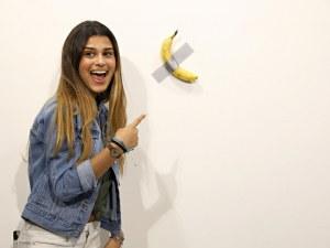 Продадоха банан, залепен на стена, за 120 хиляди долара