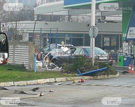 Чудовищно задръстване в София, след като кола се заби в колонка на бензиностанция