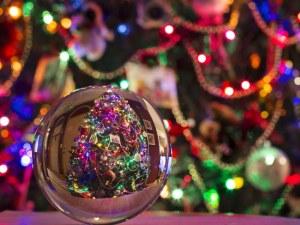 Хванаха опасни светещи гирлянди, пиратки и играчки за Коледа