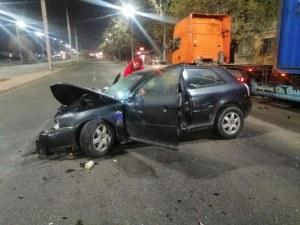 Шофьорът на тира минал на червено и блъснал колата на Цариградско в Пловдив
