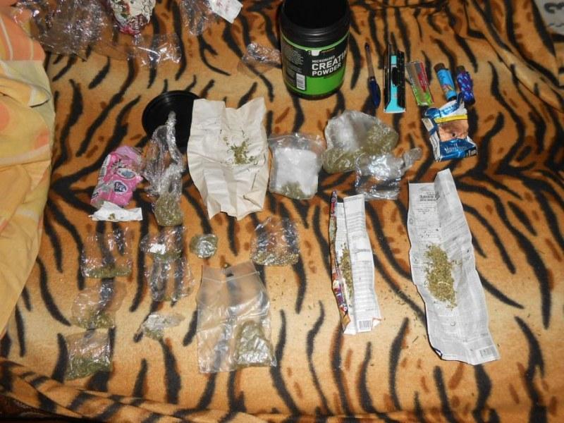 Заловиха 18-годишен производител на марихуана след селфи във Фейсбук