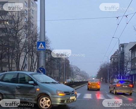 Катастрофа затруднява движението на голям булевард в Пловдив
