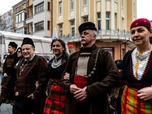 Еснафът превзе главната на Пловдив с тъпани, гайди и пушкала