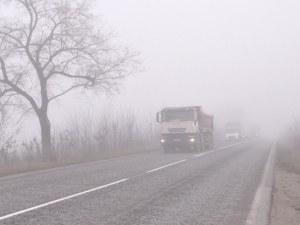 Гъста мъгла затруднява движението на планинските проходи
