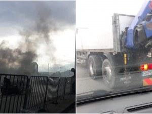 Пежо се запали в движение в столицата, друг шофьор се притече на помощ