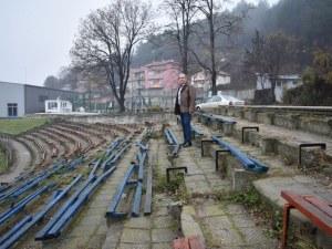 Търсят финансиране за стадиона в Асеновград