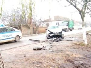 БМВ блъсна челно Мерцедес в Рогош, има пострадал