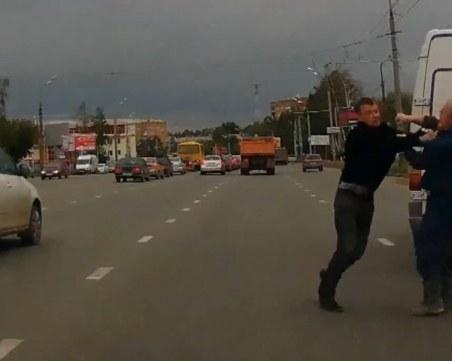 Арестуваха четирима, сбили се на пътя заради изпреварване