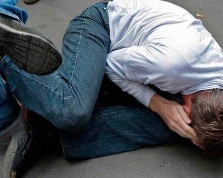Мъж е с опасност за живота след жесток побой