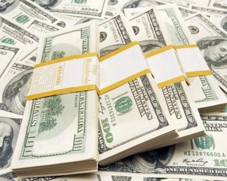 Мъж измами касиерка в чейндж бюро, даде и 3 500 долара по-малко