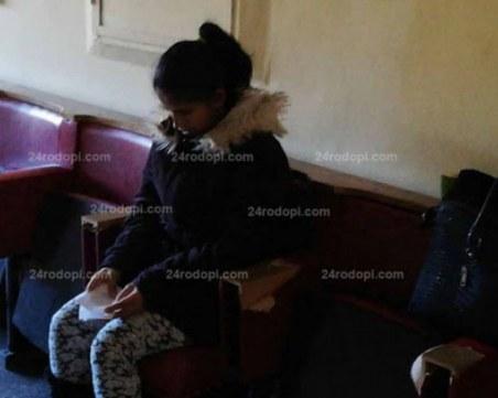 Майката на бебето, изхвърлено живо в язовир, излезе с условна присъда