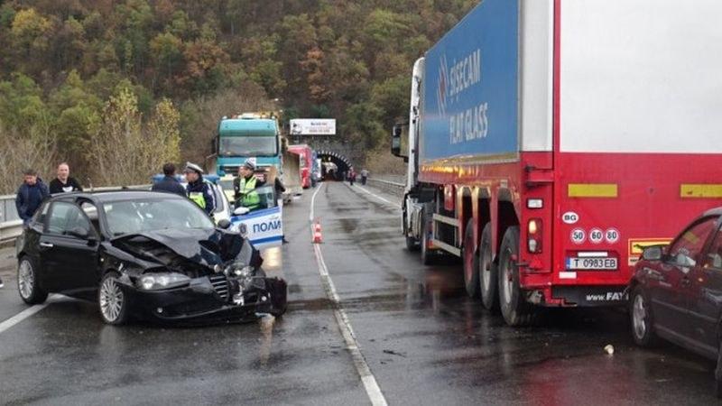 Тежка катастрофа край Поповско, седем души са пострадали