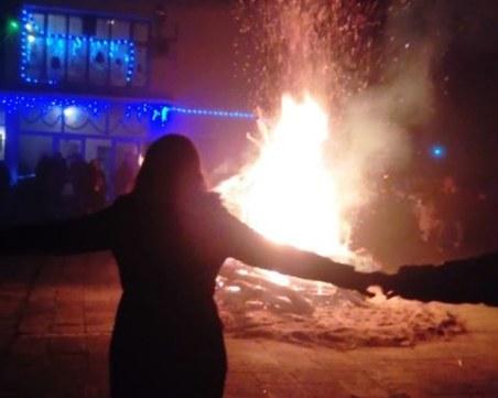 6-метров коледен огън постави началото на празниците в пловдивско село