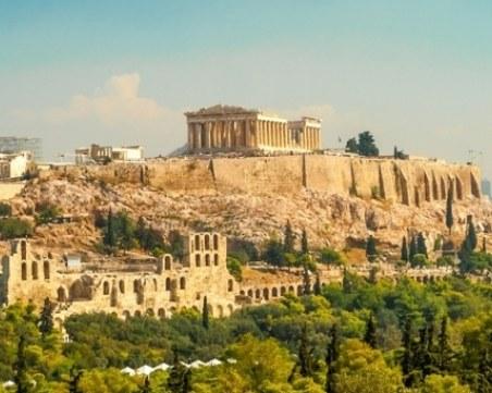 Гърция бори демографската криза с 2000 евро за бебе