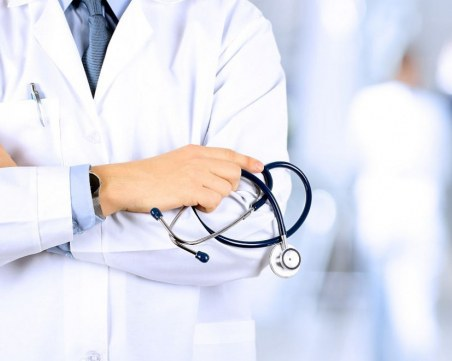 Лекар получи условна присъда заради смъртта на бебе по време на раждане