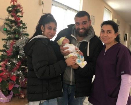 След 23 дни битка за живот малкият Александър се прибра у дома за Коледа