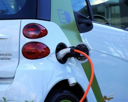 Търговците в ЕС с по-големи бонуси, ако продават електромобили