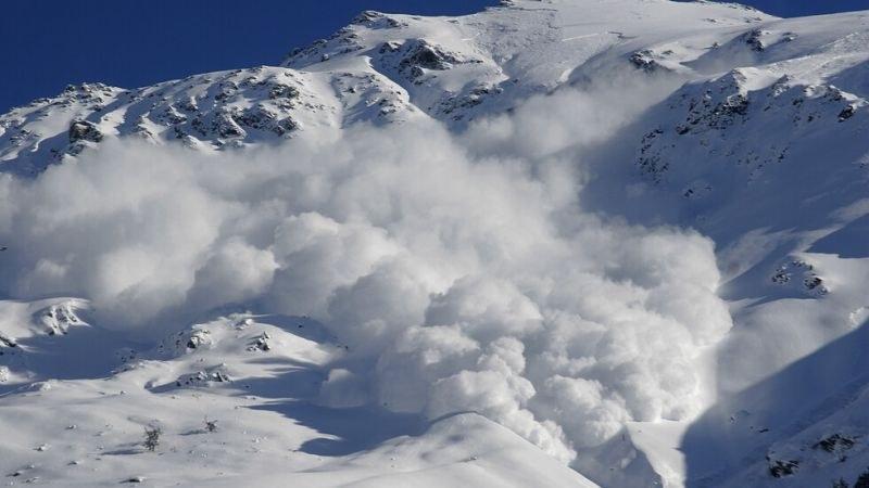 Лавина рани двама туристи в Алпите