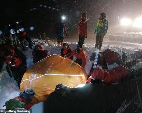 Коледно чудо! Спасиха скиор, затрупан 5 часа от лавина