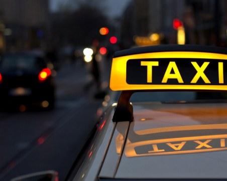 Таксиметров шофьор избяга от пиян клиент, заряза и колата си