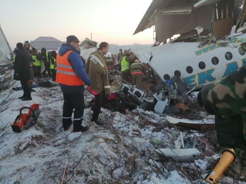 Откриха черните кутии на катастрофиралия самолет в Казахстан