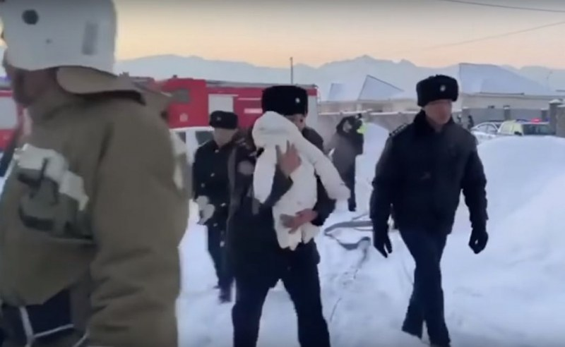 Спасиха две бебета от падналия казахстански самолет