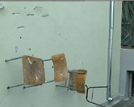 Вандали вилняха в училище, забиха столове по стените