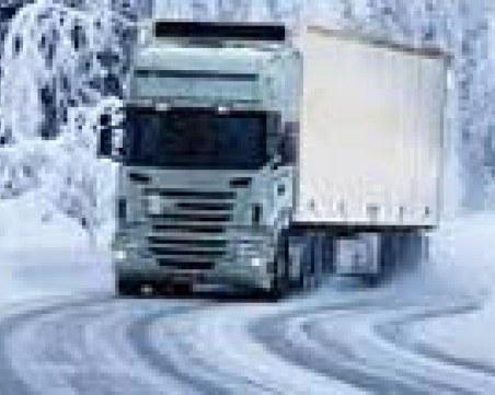 Сняг и мъгла сковаха планинските проходи, въвеждат се ограничения