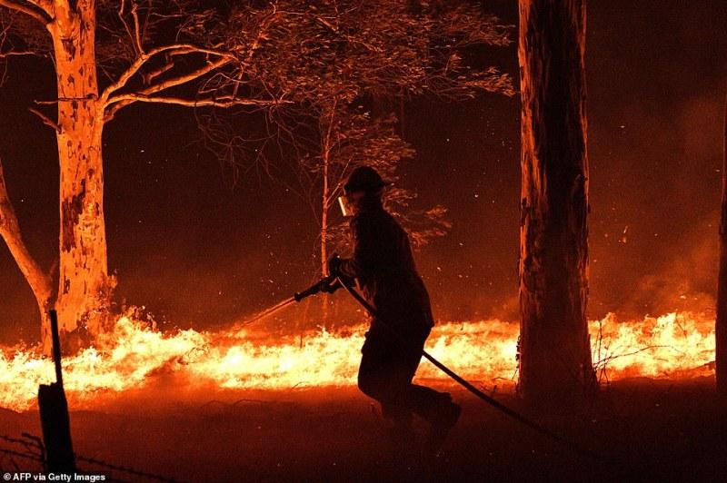 Австралия пред хуманитарна криза, 18 са жертвите от пожарите