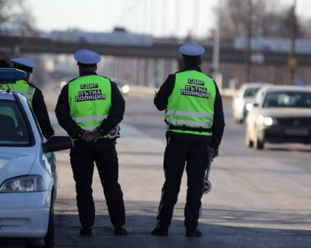 Задържаха полицай при спецакция, регистрирал тирове фантоми във Велико Търново