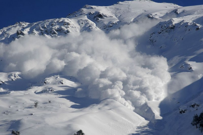 Лавина уби военен в Алпите