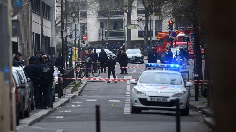 Въоръжен с нож нападна четирима в Париж