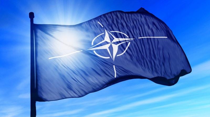 НАТО слага край на мисията си в Ирак
