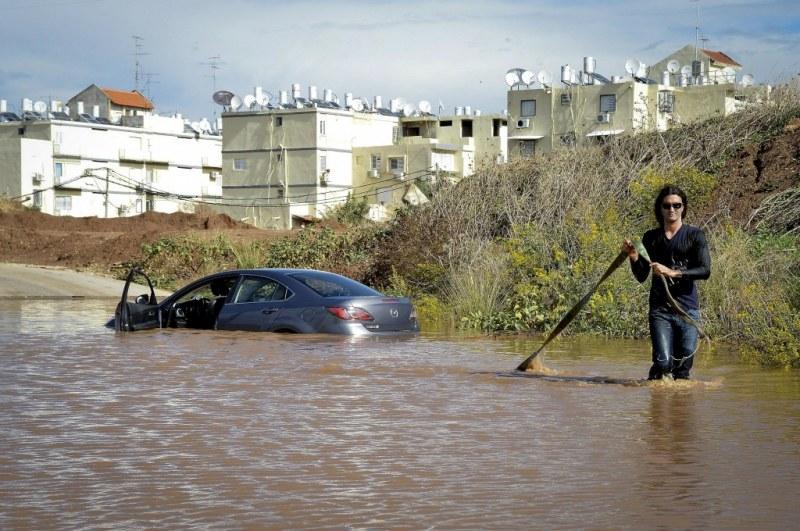 Наводненията в Израел взеха жертви