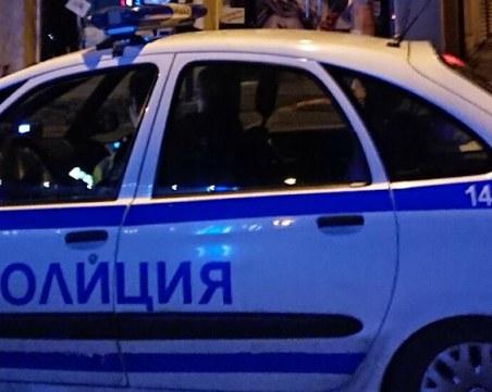 Среднощен екшън във Велико Търново: Пиян шофьор се заби в дърво пред сградата на общината
