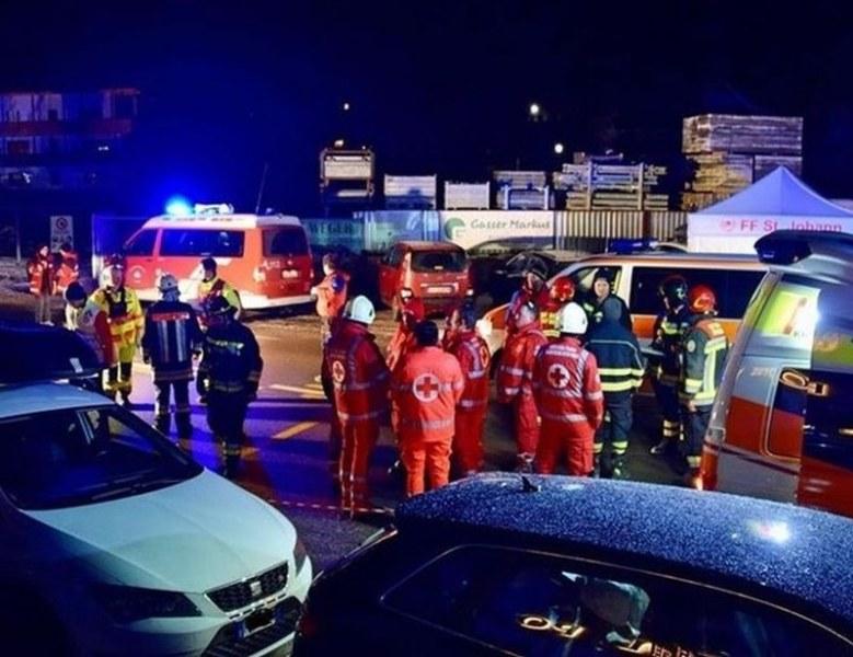 Кола се вряза в туристи в Италия, шестима загинаха