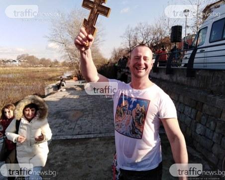37-годишен пловдивчанин хвана Богоявленския кръст в река Марица