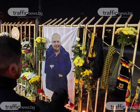 Фенове на Ботев почетоха паметта на Тоско пред Колежа