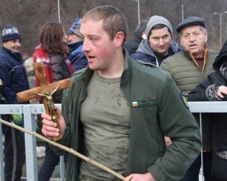Военен грабна Богоявленския кръст в Смолян