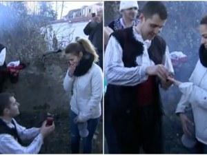 Предложение за брак по време на мъжкото хоро в Калофер