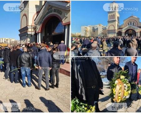 1000 фенове изпращат своя брат Тоско, кметът и владиката дойдоха в църквата в Тракия