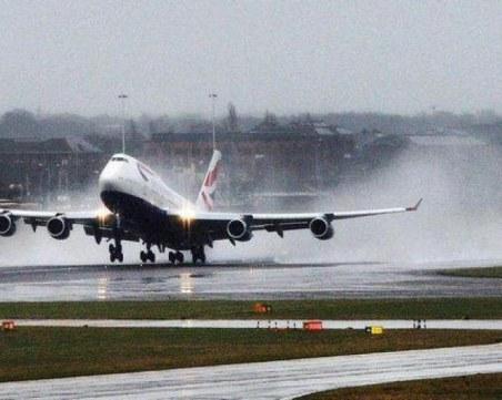 Самолет кацна аварийно на летище в Канада