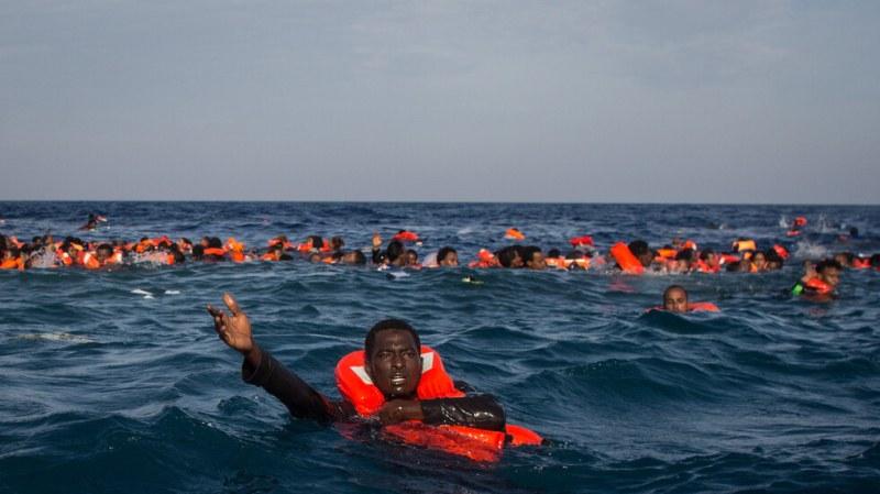 Мигранти загинаха край Гърция, все още издирват оцелели