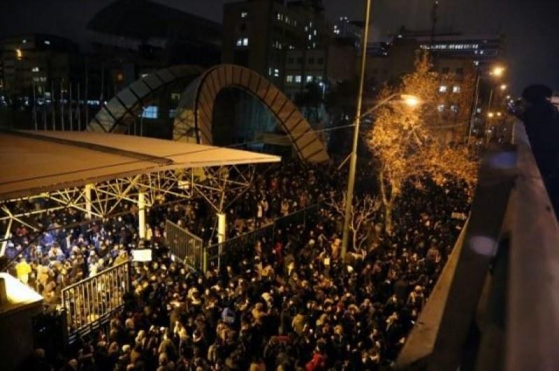 Техеран разтърсен от гневни протести заради сваления самолет