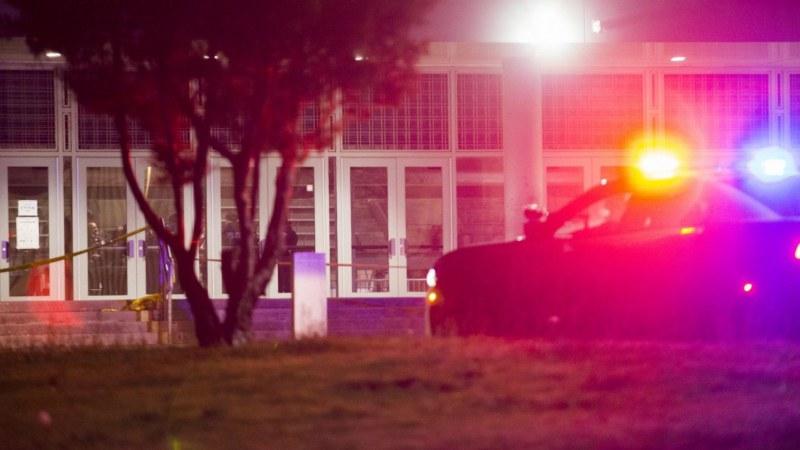 Стрелба по време на баскетболен мач в САЩ, 18-годишен бере душа