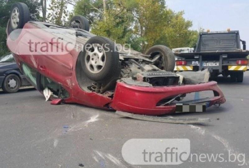 Кола се заби в мантинела и се преобърна, шофьорът загина