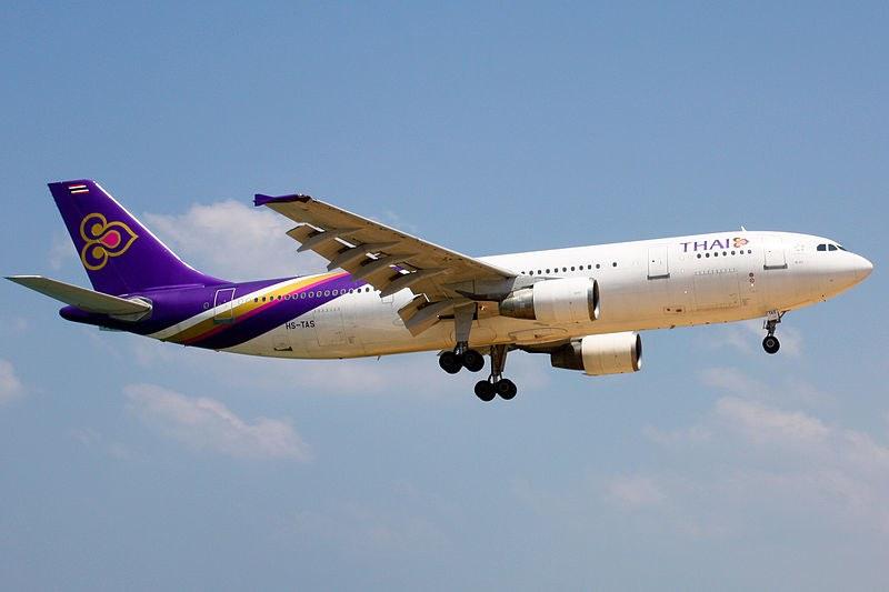Самолет кацна аварийно заради двама мъртви пътници